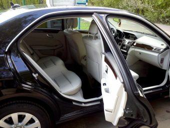 Салон автомобиля Мерседес E212 AMG