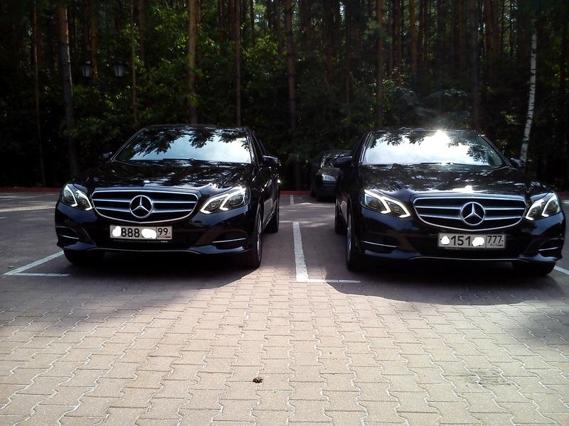 Два черных Мерседеса