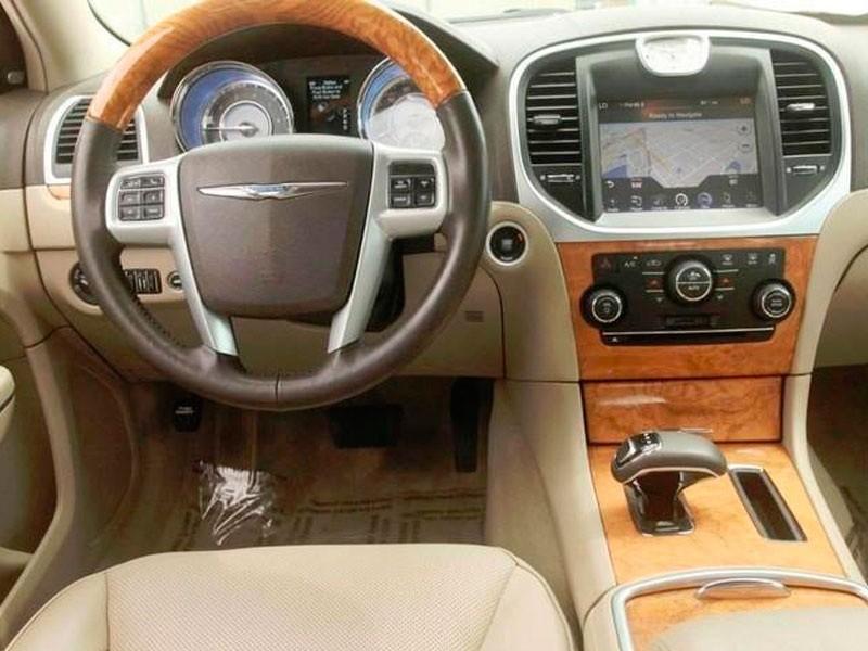 Салон автомобиля Крайслер 300С