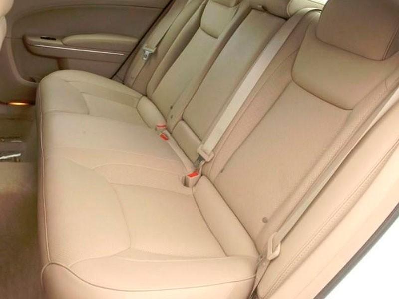 Задние пассажирские сидения