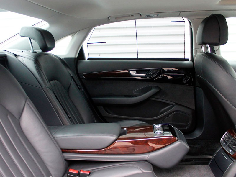 Оборудованная зона задних пассажирских сидений