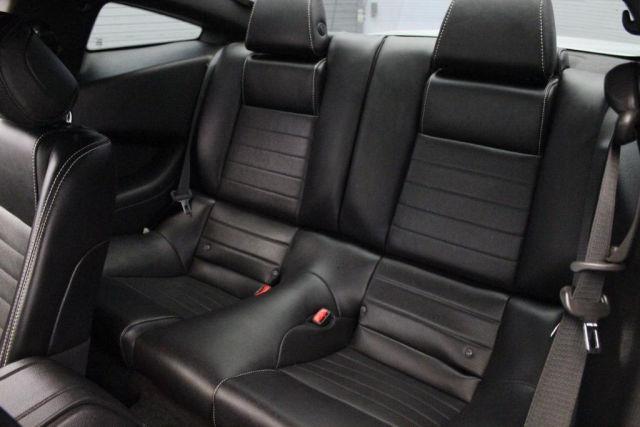 Задние пассажирские сидения выполненные в кожаном варианте