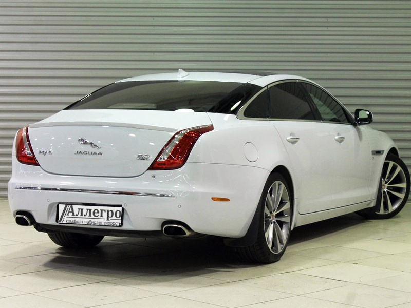 Белый Ягуар XF PREMIUM STYLE кузов седан