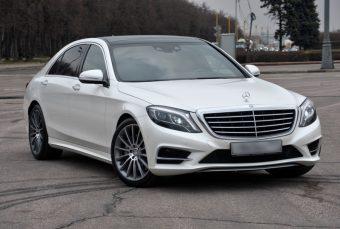 Mercedes-Benz - белый седан