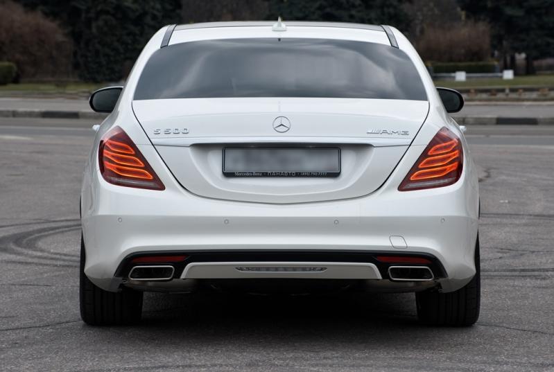 Вид сзади Mercedes-Benz W222 седан