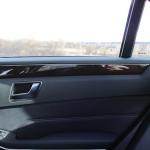 Деревянная отделка дверных панелей в Мерседесе E212 AMG