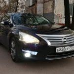 Автомобиль Ниссан Теана с водителем